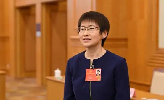 两会专访丨全国人大代表、中国信通院院长刘多:培育数据市场,构建数据流通共享机制